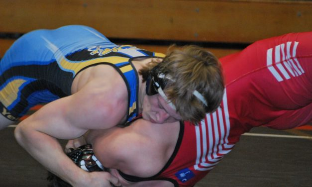 Cizmadia signs with Lander to wrestle